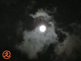 まん丸なお月様